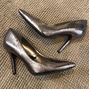 Sam&Libby metallic snake print heels